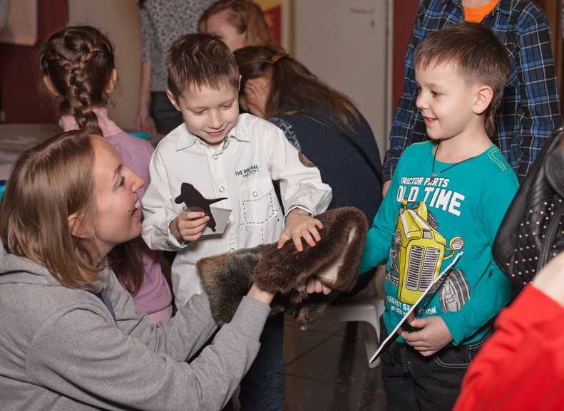 Children had a chance to touch sea otter's fur