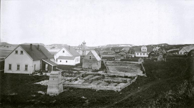 Аптека и школа. 1912.